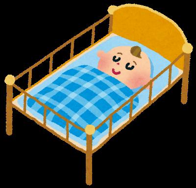 ベビーベッドで寝ている、かわいい赤ちゃん